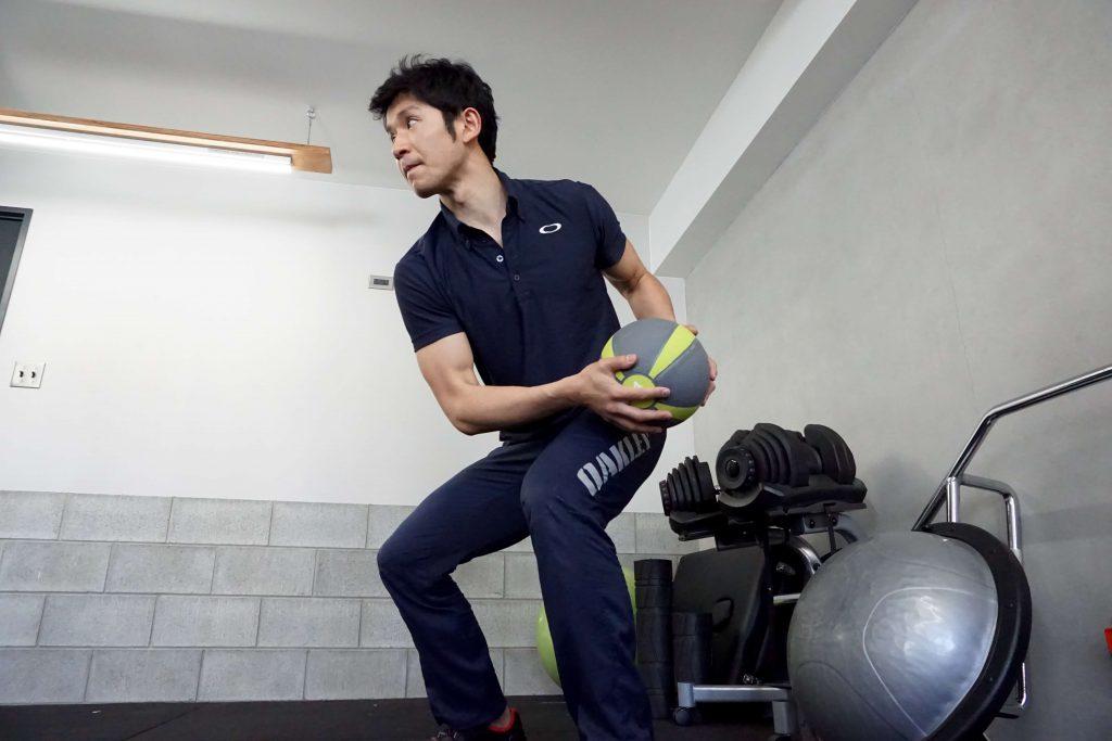 メディシンボール、ツイストトレーニング