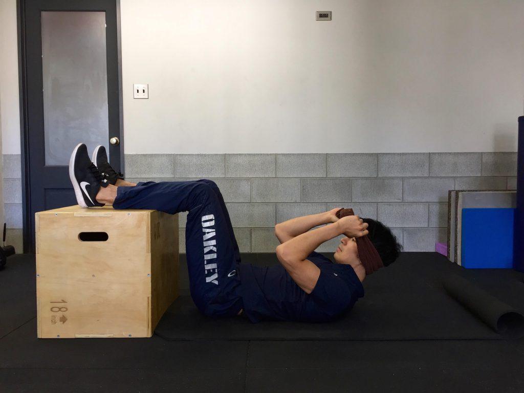 体幹トレーニング,クランチ,タオル